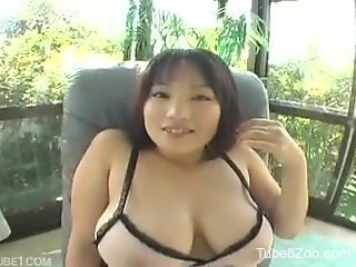 Japanese beauty with natural boobs loves to give blowjobs to dogs